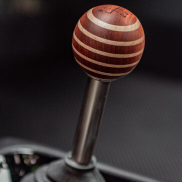 ジンガー・ビークル・デザインのカスタムするポルシェ911の内装にはこんな選択肢がある