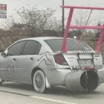 「世界一大きなリウイング」「世界一小さなリアウイング」「世界一太いマフラー」を同時装着した究極のカスタムカー