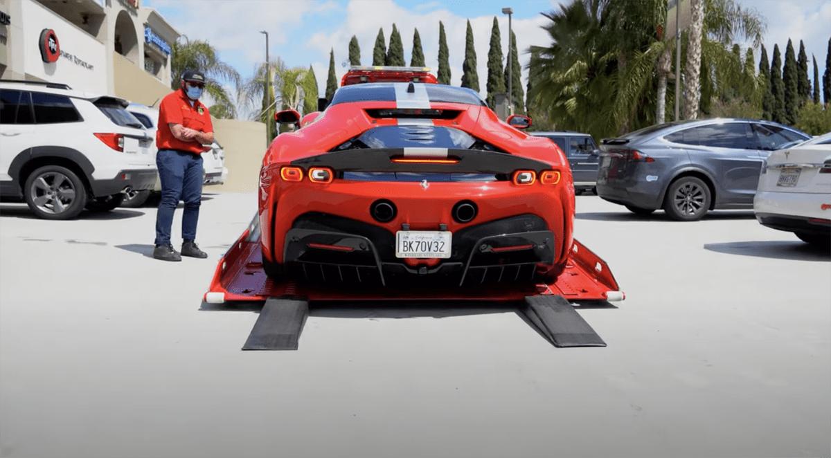 フェラーリと関係を修復したフェラーリコレクターにSF90ストラダーレ納車