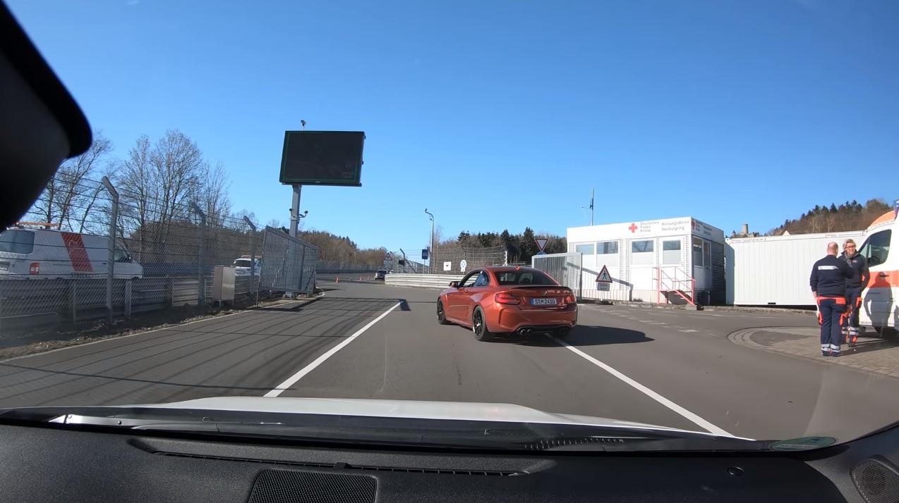 【動画】GRヤリスはやはりニュルでも速かった!先行するBMW M2にぴったりと張り付いて走行