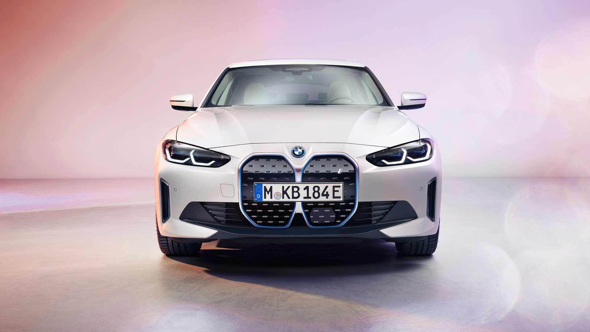 BMWが新型EV「i4」公開