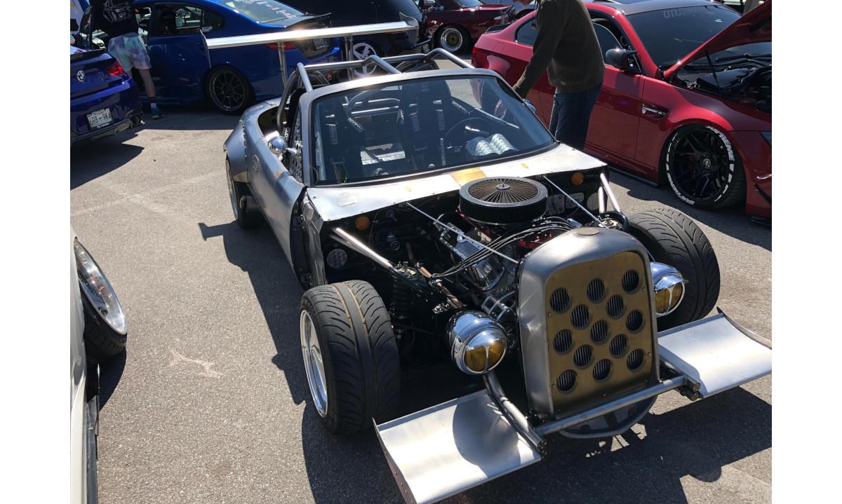 フォードのV8エンジンへとスワップしたホットロッド風マツダ・ロードスター登場