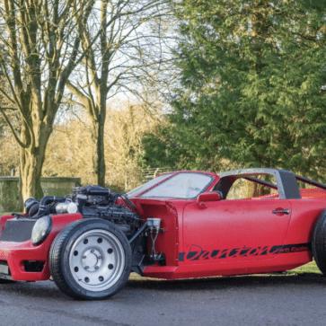 ロントエンジン、しかもベントレーのターボエンジンを積んだホットロッド風1971年製911T