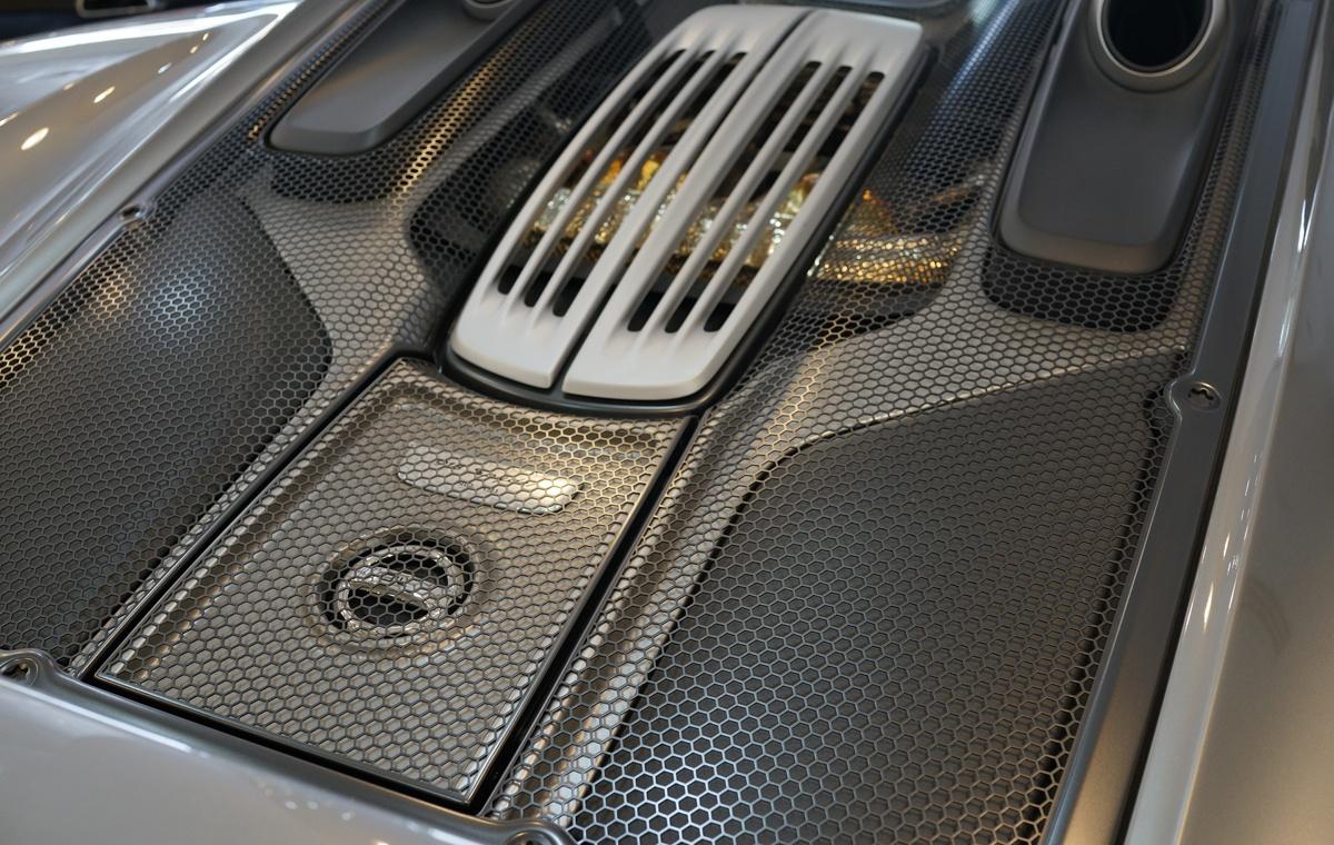 ポルシェCEO「918スパイダー後継となるハイパーカーの登場にはまだまだ数年を要する」。ただしバッテリー性能ではなく「別の理由」にて