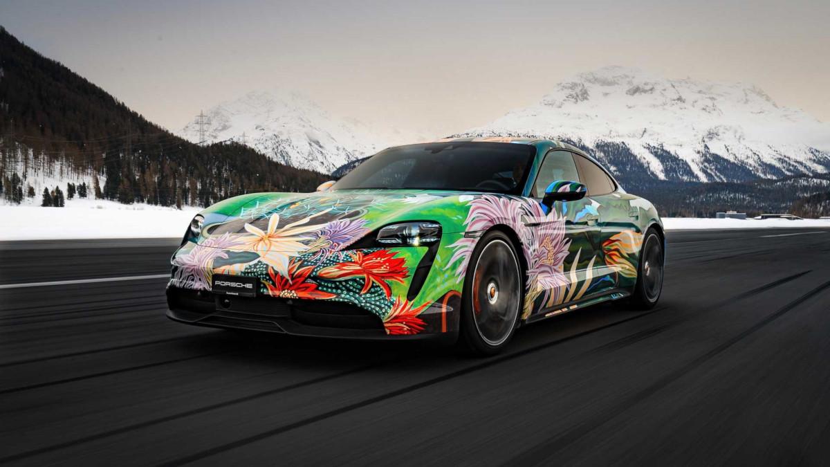 ポルシェが珍しくアートカー制作!タイカンをベースにアメリカ人アーティスト、リチャード・フィリップス氏がスイスの自然をイメージした作品を描く