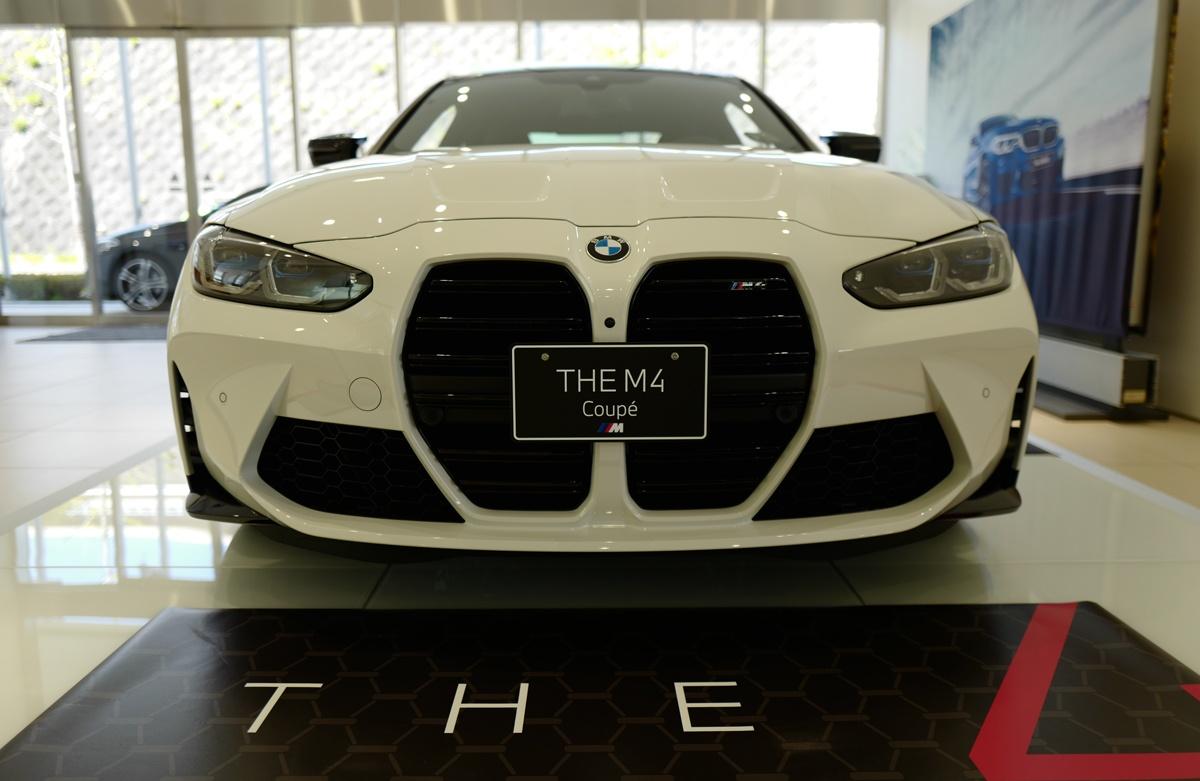 新型BMW M4を見てきた!前後ブリスターフェンダーは大迫力、マフラー(タイコ)までエアロ形状。さらに今までになくデザインコンシャスなMモデル