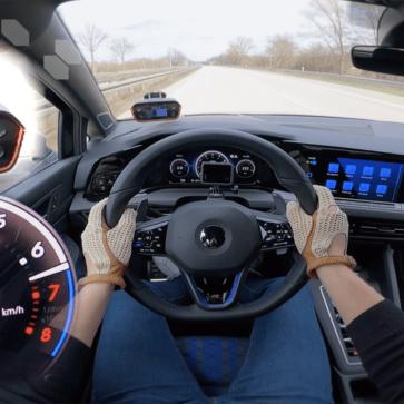 新型VWゴルフRがアウトバーンにて最高速289km/hを記録