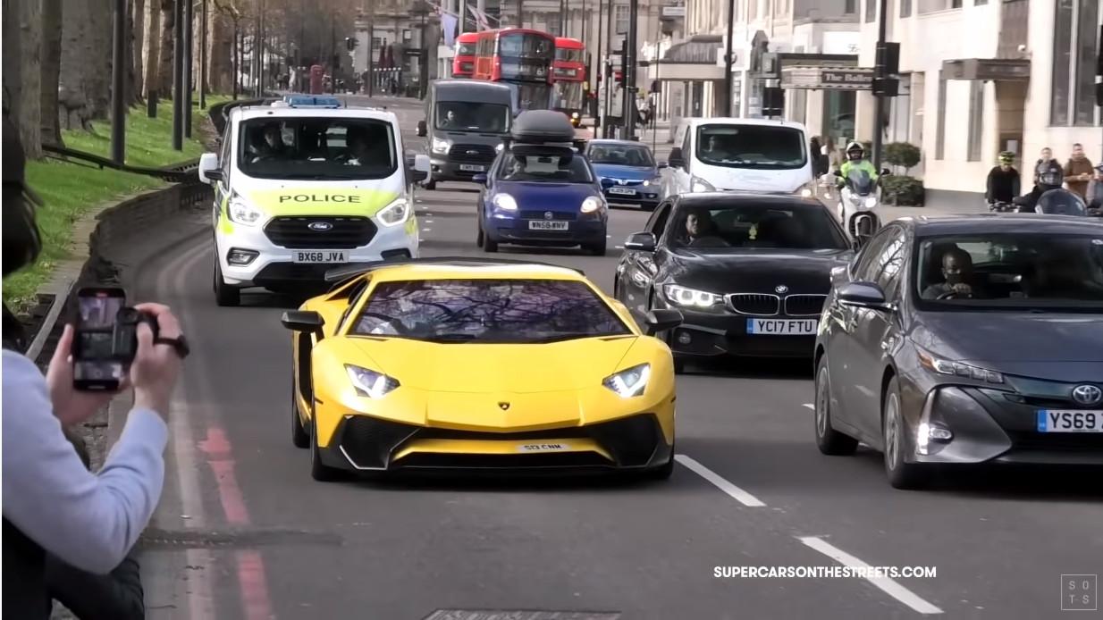 コロナ禍でもスーパーカーだらけ!ロンドン、モナコ、ニュル近郊を走るフェラーリやランボルギーニ、マクラーレンなど