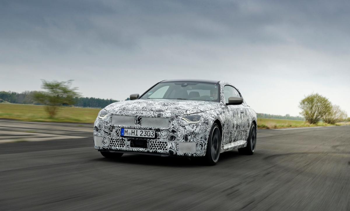 BMWが公式に新型2シリーズのティーザー広告スタート