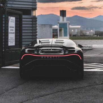 ブガッティが15億円のワンオフモデル、「ラ・ヴォワチュール・ノワール」の開発中画像を公開