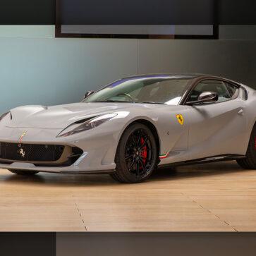 ボディカラーは「シャークブルー」!フェラーリが自社にてカスタムした812スーパファストを公開