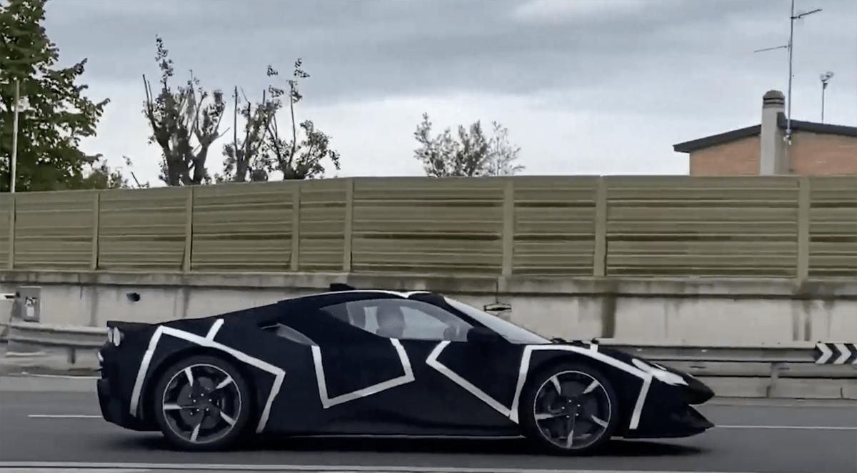 謎のフェラーリ試作車がテスト中!V6+ハイブリッド搭載のブランニューモデルか