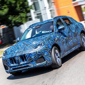 マセラティが新型SUV「グレカーレ」の姿を初公開