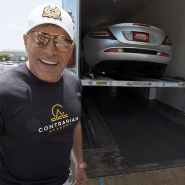 またメルセデス・ベンツSLRマクラーレン買ったのかこの人・・・。米富豪が「6台目の」SLR納車風景を公開
