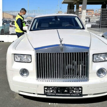 ロシアにてカスタムされたロールスロイスがイタリアの税関にて押収
