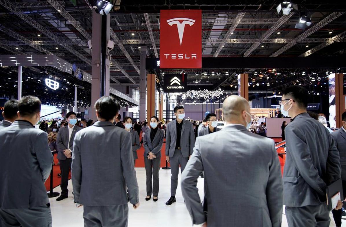 まさかの急展開!上海MSでテスラの上に乗り「米大企業と一人で戦った女性」が実はテスラのライバル会社、NIO関係者だった説
