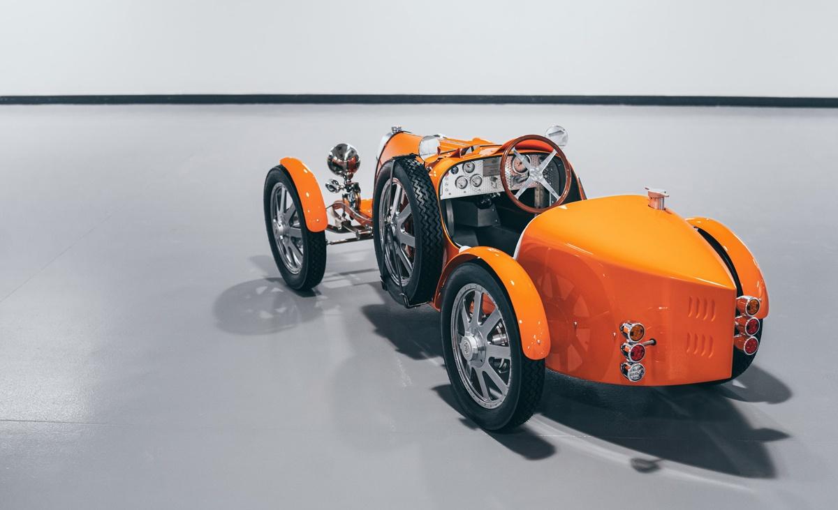 ブガッティ初のエレクトリックモデル「Baby II」第一号がドバイ国際空港に納車!VIPの移動用として使用される模様