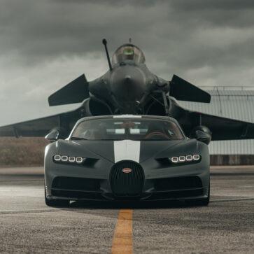 まるで映画のようだ!ブガッティ・シロンが5,727馬力のラファール戦闘機と加速競争を行なう