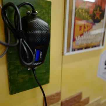 今日のランボルギーニ・ウラカン。ガヤルドに乗っていた頃からの悲願12年、ようやくバッテリー充電器を壁に取り付ける