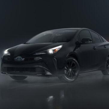トヨタがプリウスに「ヘッドライトやホイール、エンブレムなどがブラックになる」ナイトシェードを設定