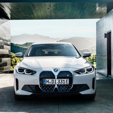 BMWが新型i4の詳細と価格を公開