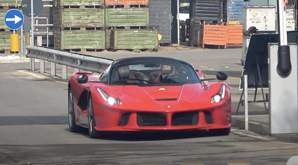 謎のラ・フェラーリが本社付近で目撃!新型車開発ではなく、発売済みのラ・フェラーリのバッテリーが「どれくらい劣化しているか」をテストしている可能性も