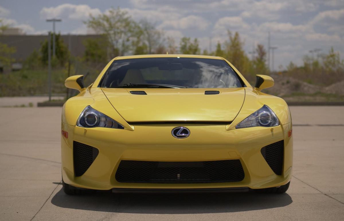 世界で最も走行距離が少ないレクサスLFAが競売に登場