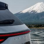 新型レクサスNXのティーザー画像第一弾が公開