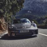 ポルシェが新型911GT3「ツーリング」を電撃発表!ウイングがなくなったほかにいくつかのパーツや配色変更がなされた「より繊細な選択肢」