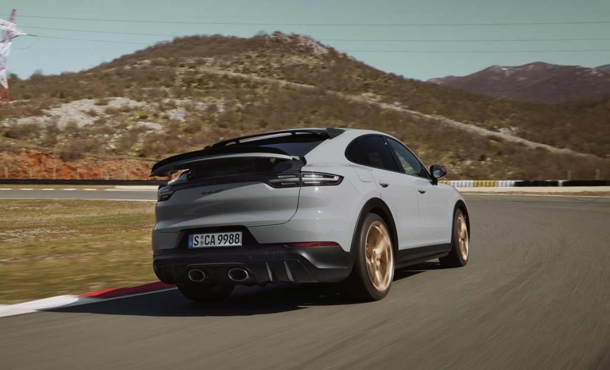 ポルシェがニュル最速SUV、新型カイエン・ターボGT発表