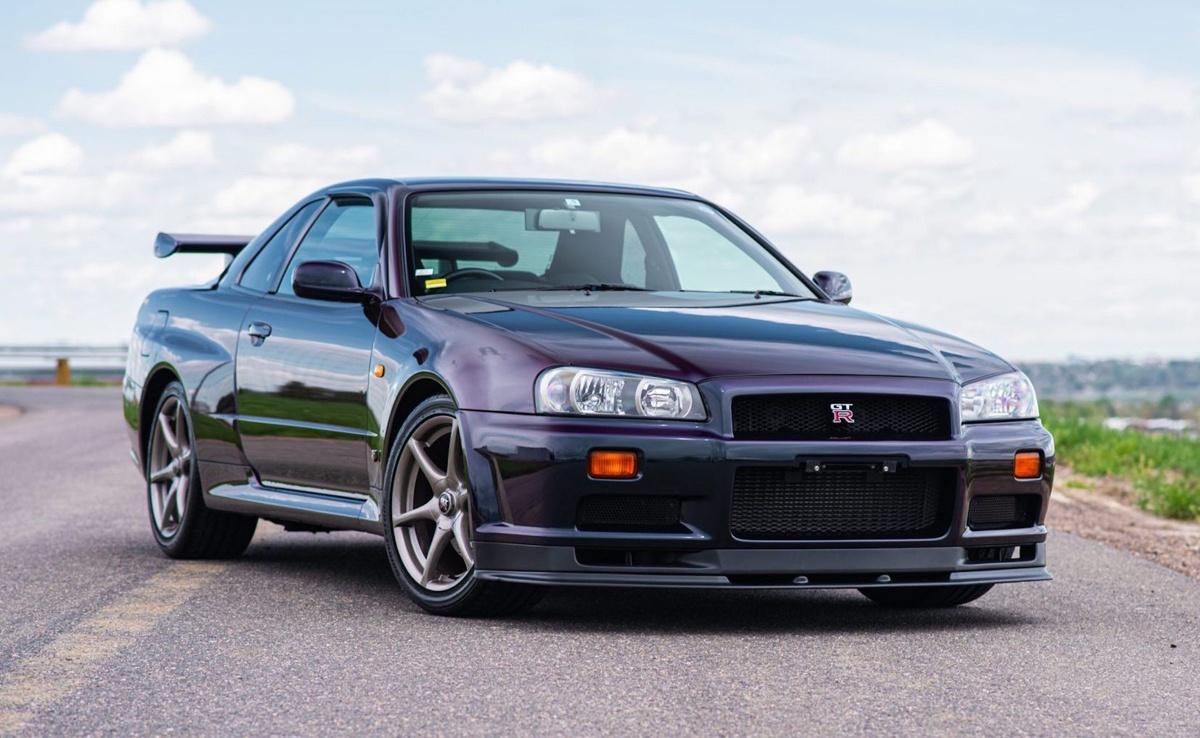 米でのR34 GT-R人気は異常!走行6.4万キロのGT-R V-Specが競売に登場し、2700万円を超えてまだまだ上昇中