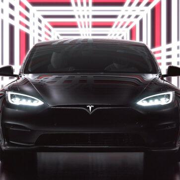 テスラ新型車「モデルSプレイド」