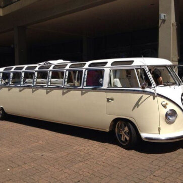 世界一長いVWバスが目撃される!定員いっぱいまで乗せると車体が折れないか、そしてちゃんと走るのかどうかが気になる
