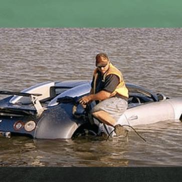 世界でもっとも有名な「保険金を受け取るため湖に落とされた」ブガッティ・ヴェイロン。新しいオーナーのもとで現在修理が進行しており、近日中に復活することになりそうだ