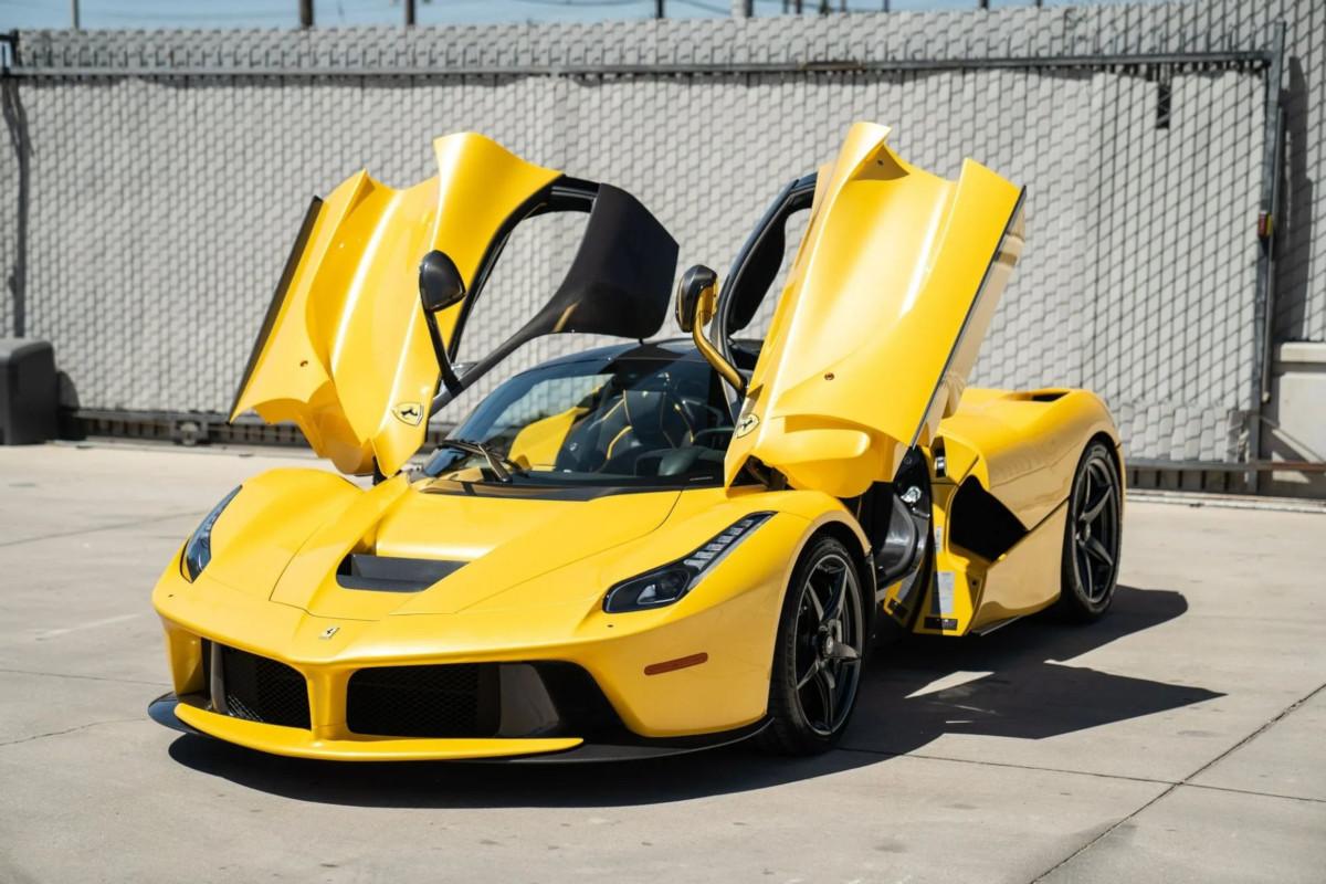 ついに新車価格の3倍まで来たか・・・。美しいイエローのラ・フェラーリが4億6000万円にて販売中