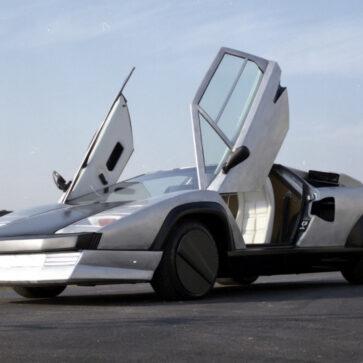 まるでSF映画に登場するクルマ!1978年にランボルギーニは「カーボンシャシー、4WD」のカウンタック・エボルツィオーネを製造していた