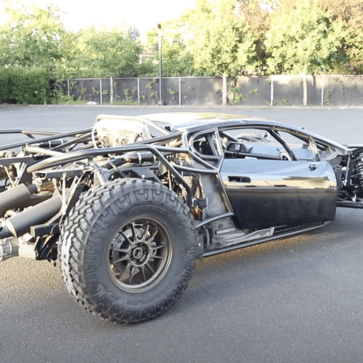 あのランボルギーニ・ウラカンを改造したジャンプ仕様スーパーオフローダーがついに完成したようだ