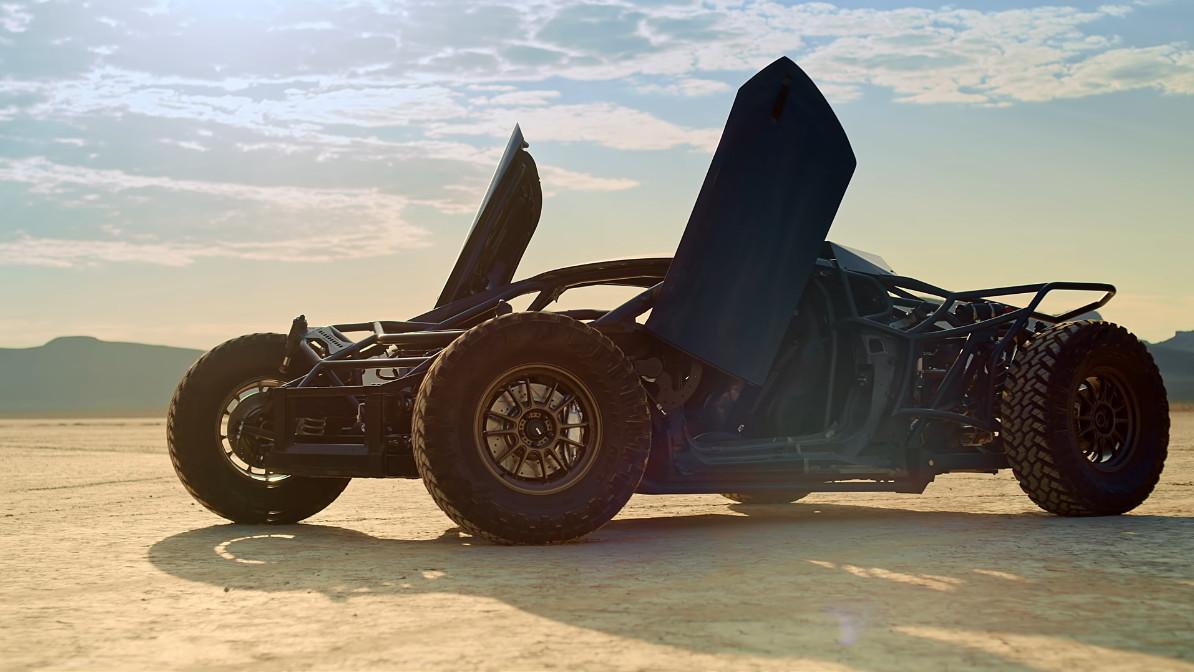え?これがランボルギーニ・ウラカン?スーパーオフローダーに改造されたウラカン改めジャンパカンが荒野を爆走!