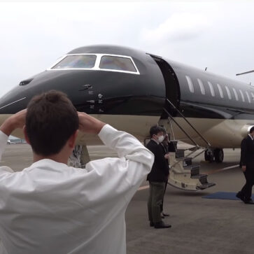 ティッシュケースや便座カバーまでもがエルメス!前澤友作が「エルメスコラボ」のプライベートジェット機を初公開