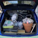 今日のポルシェ・マカンS。80kgのゴミを積んで環境クリーンセンターへと捨てに行く。意外とリアにはモノが載らないようだ・・・