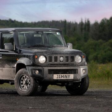英国で販売が停止されていたスズキ・ジムニーが「2シーターの商用車」として復活