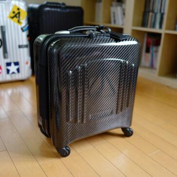 テクノモンスターのカーボン製スーツケース
