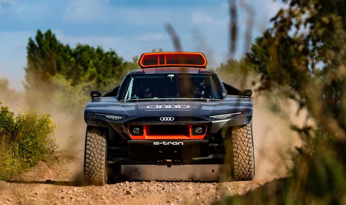 【動画】アウディが初のダカールラリー参戦のために開発した「RS Q E-Tron」発表!前後2モーターで車体を駆動、DTM用エンジンを発電機として搭載