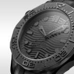 オメガが驚愕の「真っ黒で時間を読み取りにくい」シーマスター ダイバー300Mブラックブラックを発表
