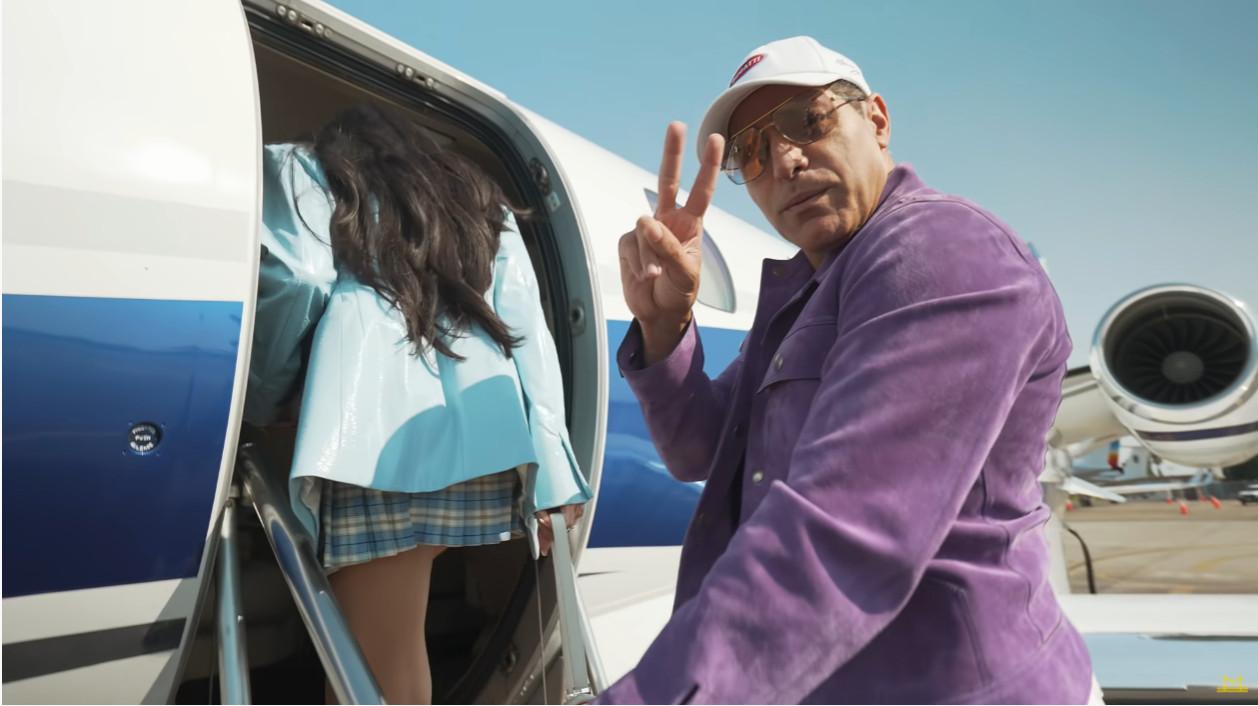 この人やっぱりブガッティの超限定モデル「ボライド(ボリード)」を買ったのか・・・。プライベートジェットに乗ってハイパーカーを買いに行く