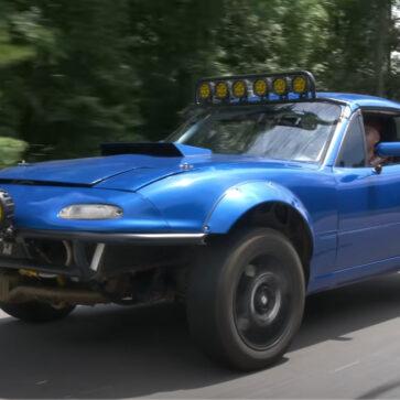 スバル・ロードスター?WRXの水平対向エンジンと4WDシステムをロードスターに移植したオーナーが話題に