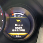 今日のポルシェ・マカンS。オイル交換後15,000キロ走行で「要オイル充填」警告が表示される。なおマカンは国産車からの買い替えが多く、見慣れない警告に驚く人も多いようだ