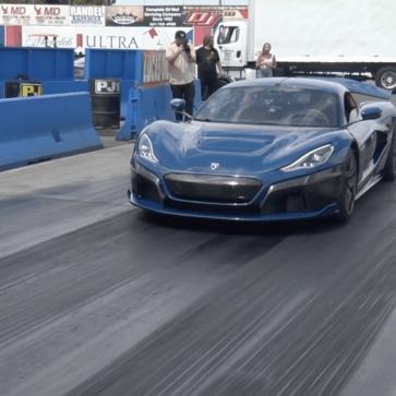 リマック・ネヴェーラが公式にて「市販車最速ゼロヨン記録」更新!路面状態を自動学習してグリップを調整する機能があり、走るたびに速くなるようだ