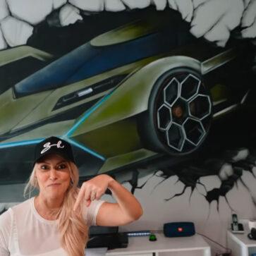 登録者667万人、女流スーパーカー系ユーチューバーのスーパーカーブロンディがドバイに「本部」設立!オフィスの中を見てみよう