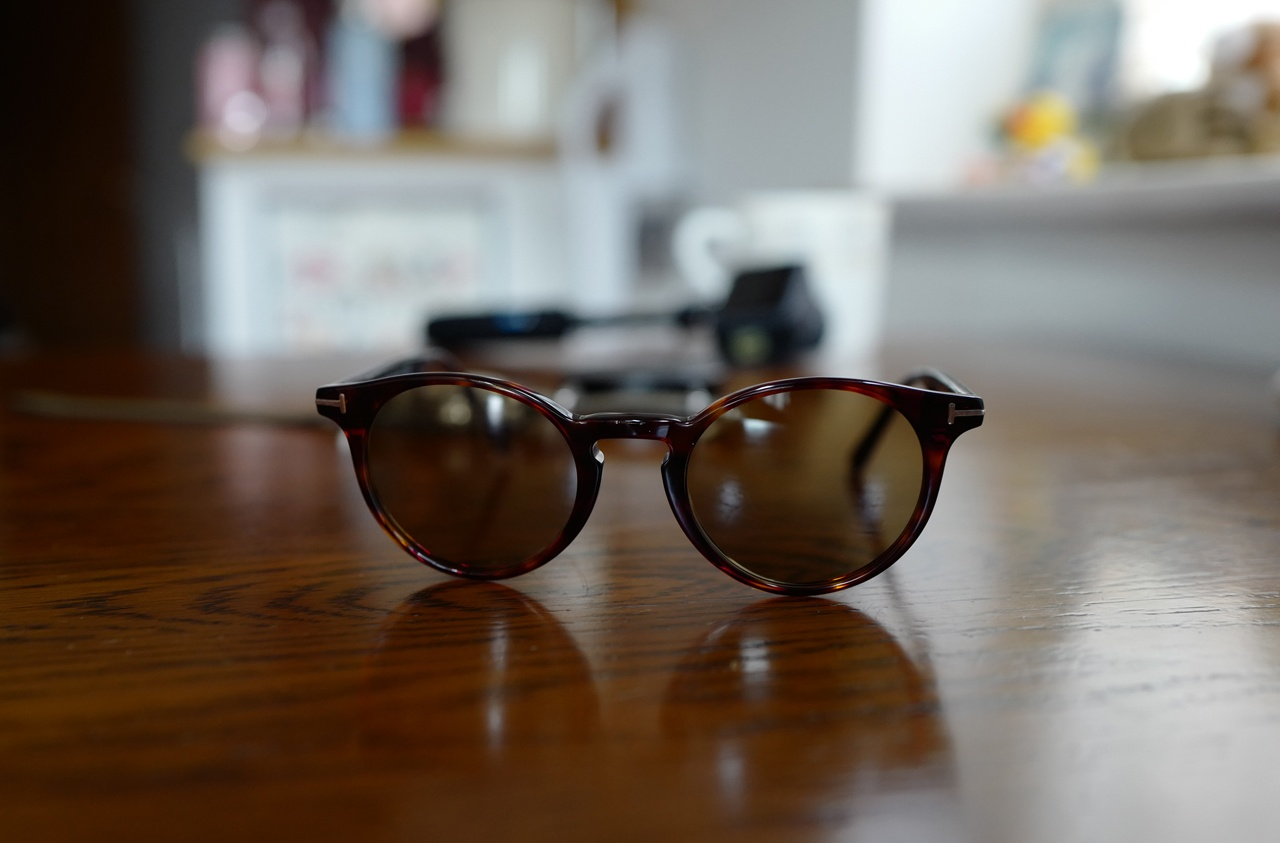 トム フォードのサングラスをカスタムしてみた!レンズはTALEX製、「白線や凹凸を把握しやすい」運転に最適なカラー